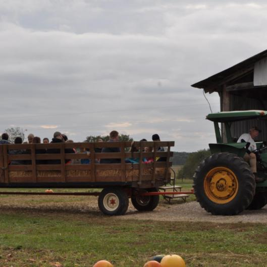 hayride loading